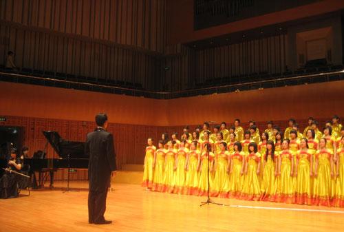 我xiao师生献唱西安音乐厅,感恩深深母爱